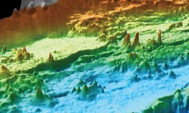Những miệng phun thủy nhiệt đủ kích cỡ ở đáy biển ngoài khơi Mỹ. Ảnh: MBARI.