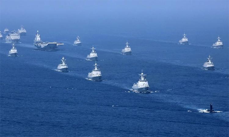 Nhóm tác chiến tàu sân bay Liêu Ninh tập trận trên biển hồi tháng 4/2019. Ảnh: AP.