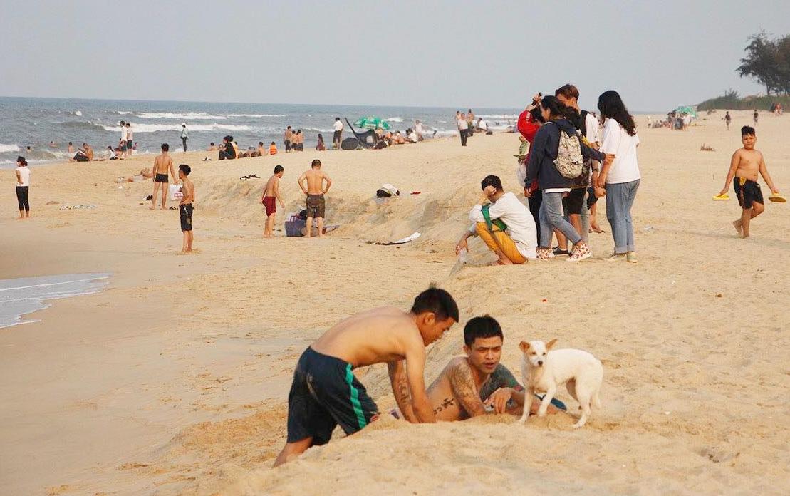 Bãi biển Thuận An, Thừa Thiên Huế. Ảnh: Võ Thạnh