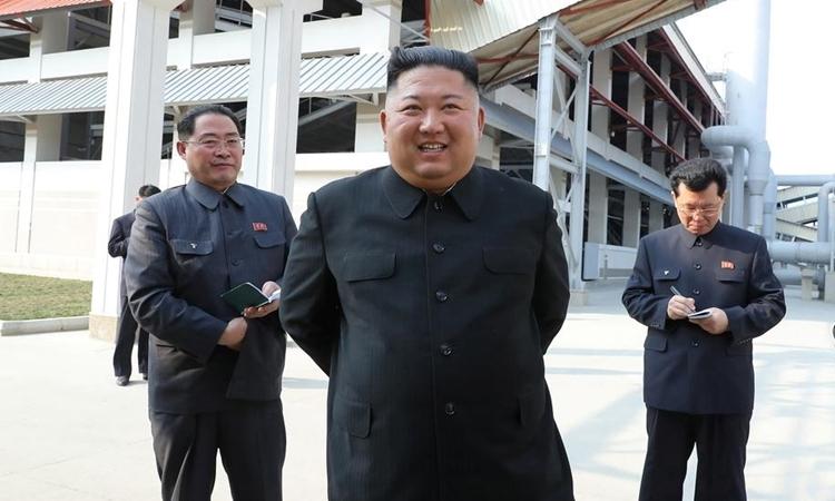 Kim Jong-un dự lễ khánh thành nhà máy phân bón ởSunchon, Triều Tiên ngày 1/5. Ảnh: KCNA.