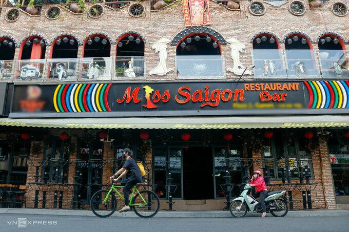 Quán bar ở phố Bùi Viện, Quận 1, TP HCM vẫn đóng cửa ngày 23/4. Ảnh:Nguyệt Nhi