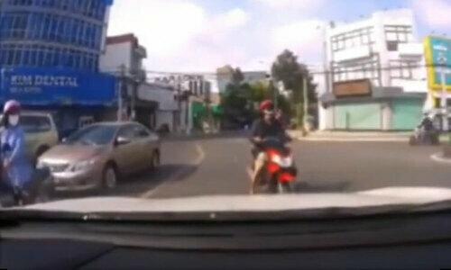 Tay lái môtô trả giávì đạp ôtô - 3