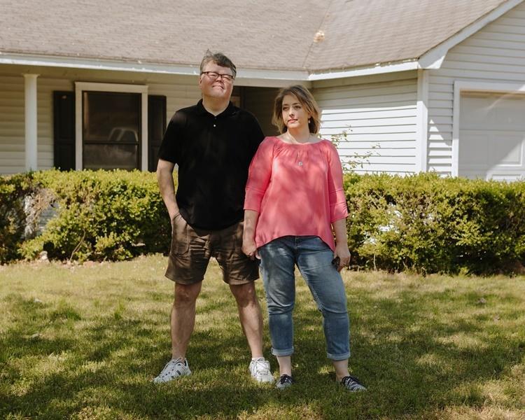 Kelli và Travis Rutledge, hai khách hàng thân thiết của phòng khám Autumn Road. Ảnh: NYTimes.