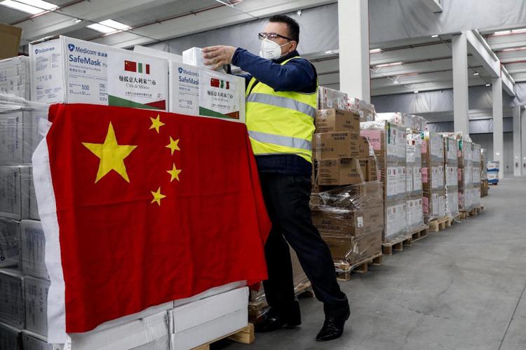 Các lô hàng vật tư y tế của Trung Quốc ở Italy. Ảnh: WSJ.