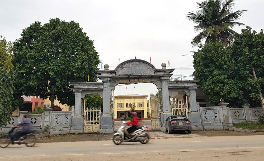 Trung tâm hội nghị Huyện Yên Định, một trong những công trình được xây dựng bằng đá bề thế thời kỳ địa phương này chuẩn bị về đích nông thôn mới. Ảnh: Lê Hoàng.