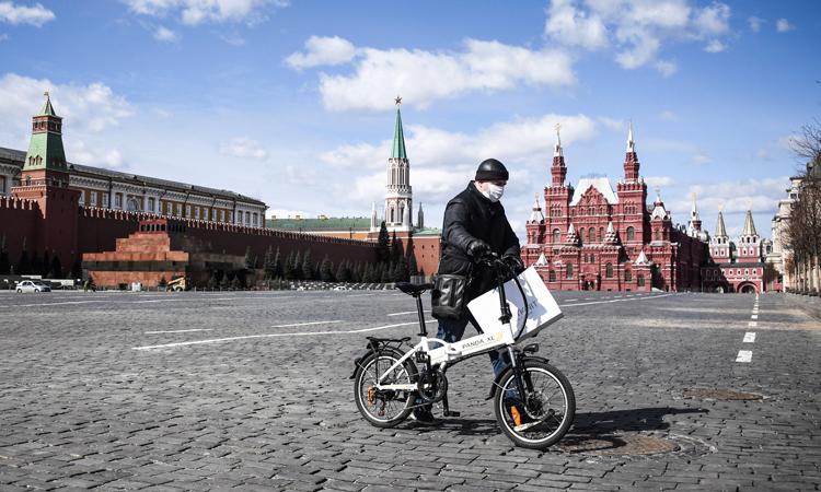 Quảng trường Đỏ vắng lặng tại thủ đô Moskva, Nga hôm 6/4. Ảnh: AFP.