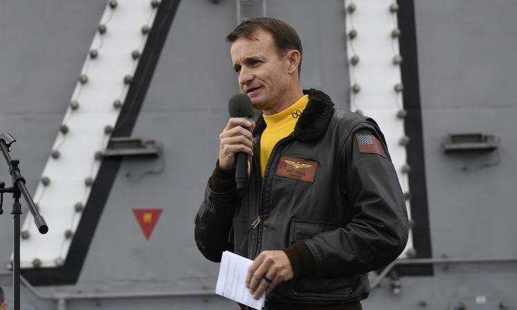 Crozier trong lễ nhậm chức hạm trưởng tàu Roosevelt hồi tháng 11/2019. Ảnh: US Navy.