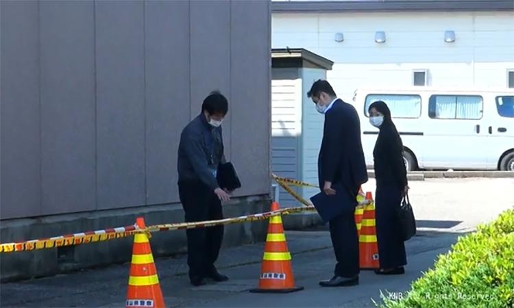 Điều tra viên tại nơi phát hiện thi thể thực tập sinh N.V.Đ, ngày 7/5. Ảnh: News24.