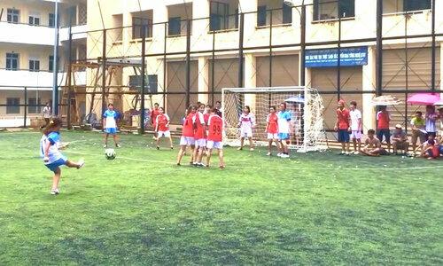 Messi giải làng lập siêu phẩm sút phạt - 1
