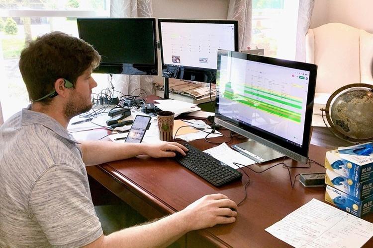 Collipp làm việc tại nhà riêng. Ảnh: WSJ.