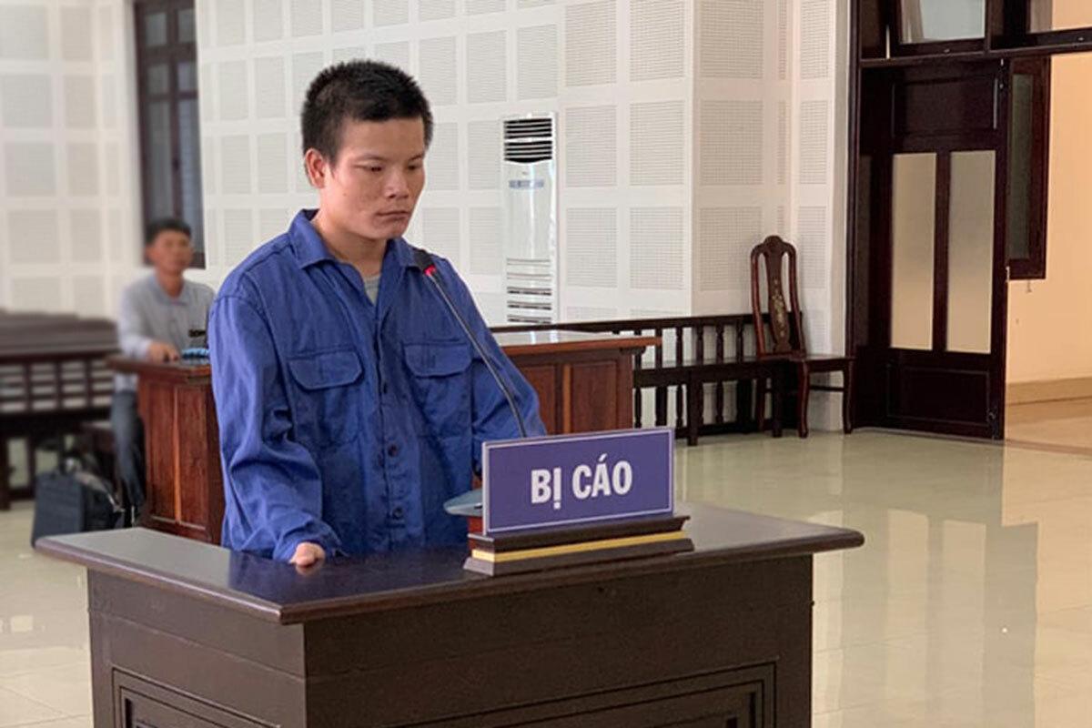 Bị cáo lực tại phiên xét xử sáng 9/5. Ảnh: Văn Hồ.