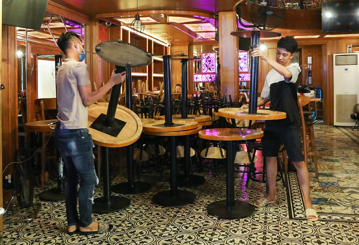 Quán bar ở phố Tây Bùi Viện phải đóng cửa từ ngày 15/3 để phòng chống dịch Covid-19. Ảnh: Quỳnh Trần