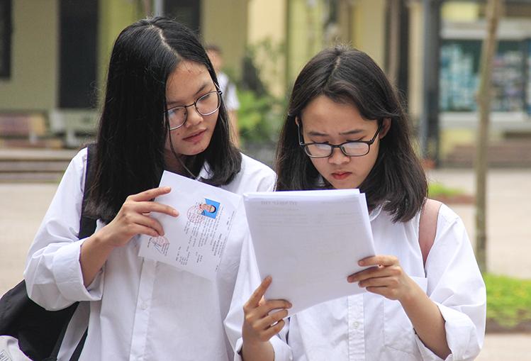 Thí sinh dự thi lớp 10 THPT công lập tại Hà Nội năm 2019. Ảnh: Dương Tâm.