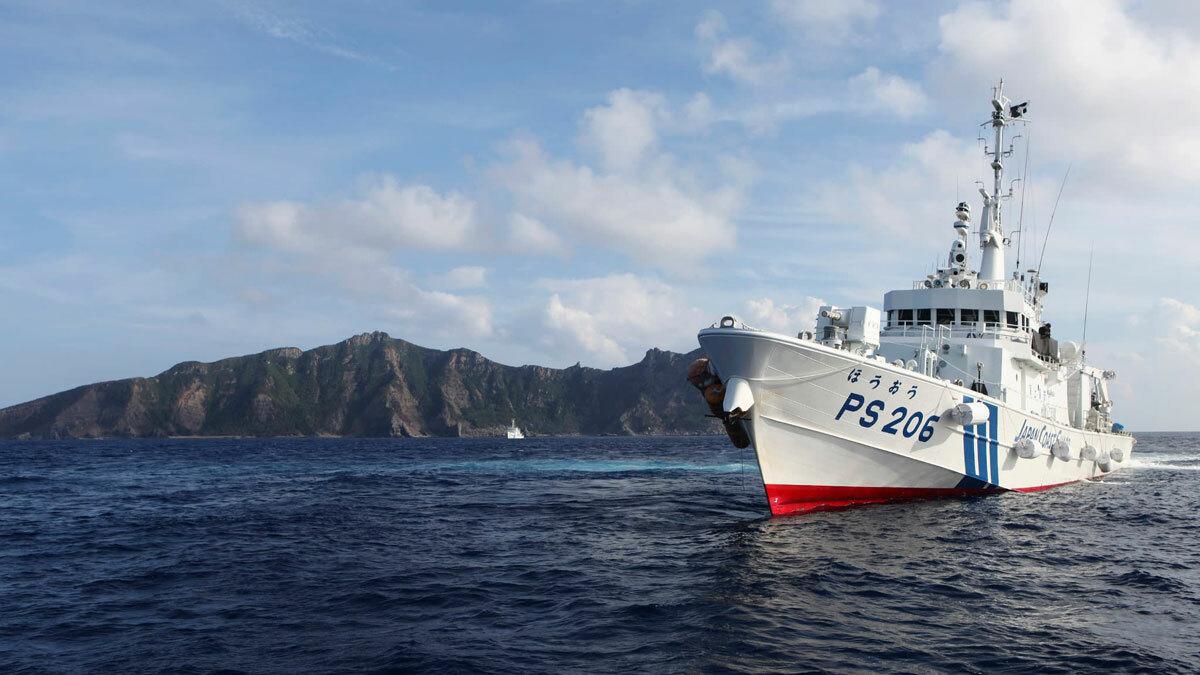 Một tàu cảnh sát biển Nhật tuần tra gần đảoUotsuri thuộc nhóm đảo Senkaku/Điếu Ngư năm 2013. Ảnh: Reuters.