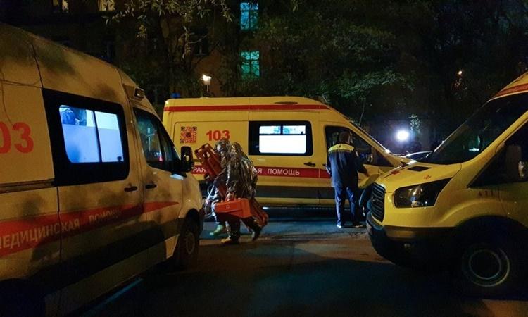 Xe cứu thương có mặt tại hiện trường vụ hỏa hoạn ngày 9/5. Ảnh: Moskva News Agency.