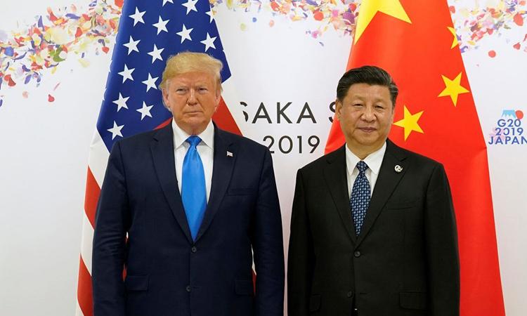 Tổng thống Mỹ Donald Trump (trái) và Chủ tịch Trung Quốc Tập Cận Bình tại hội nghị G20 ở Osaka, Nhật Bản, hồi tháng 6/2019. Ảnh: Reuters.