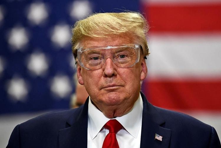 Trump thăm nhà máy sản xuất khẩu trang ởArizona hôm 5/5. Ảnh: