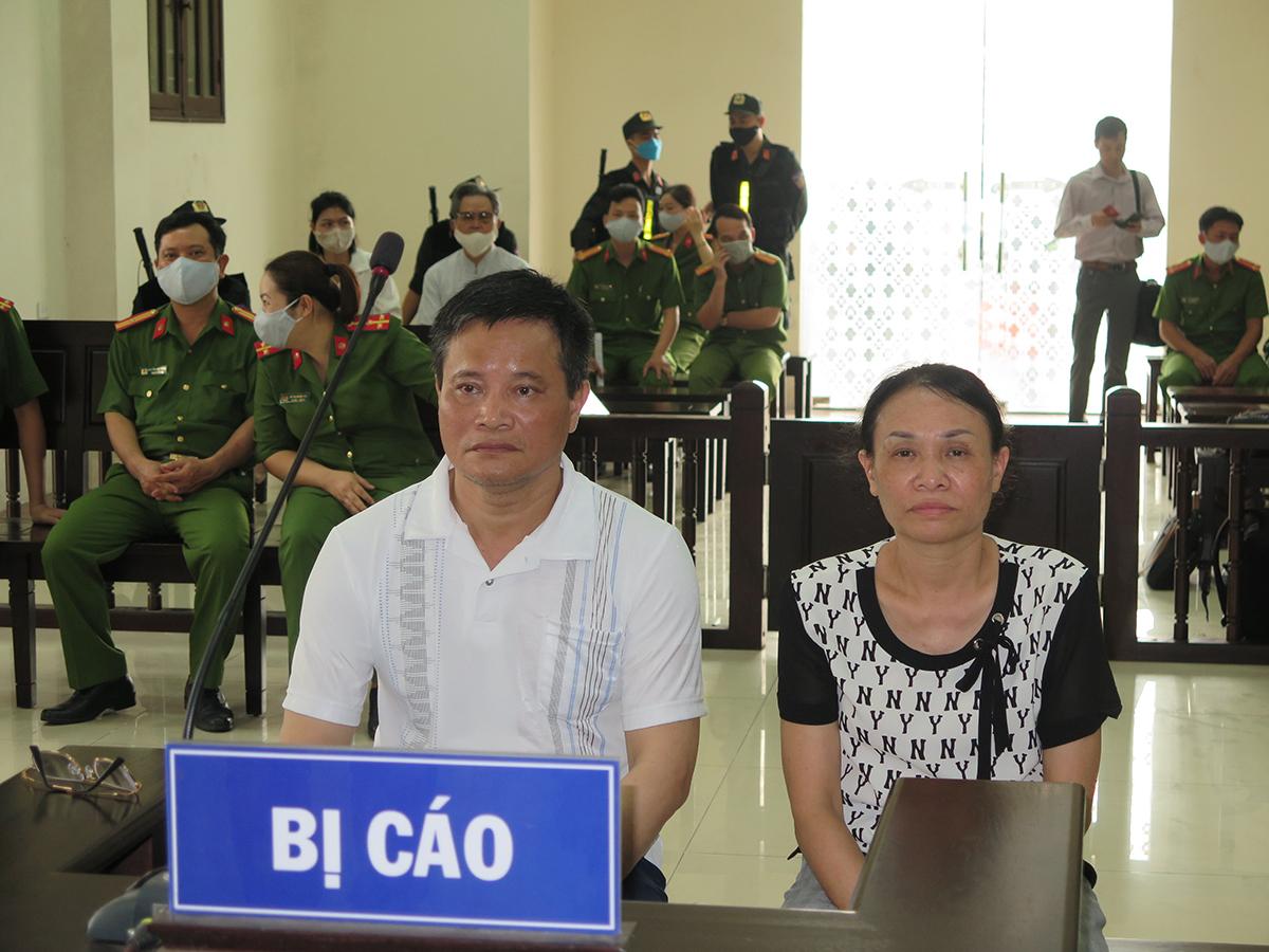 Vợ chồng bị cáo Lẫm- Quyết tại phiên tòa phúc thẩm. Ảnh: Giang Chinh