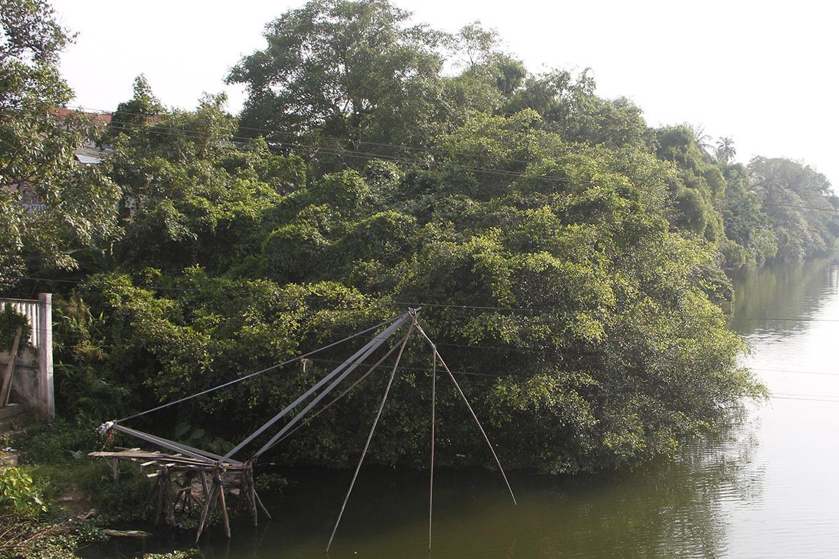 Khu vực làm tuyến đường dọc bờ sông thuộc phường Đúc. Ảnh: Võ Thạnh