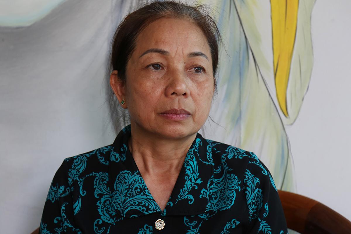 Bà Nguyễn Thị Loan trong lúc chờ kết quả giám đốc thẩm, chiều 8/5. Ảnh: Phạm Dự