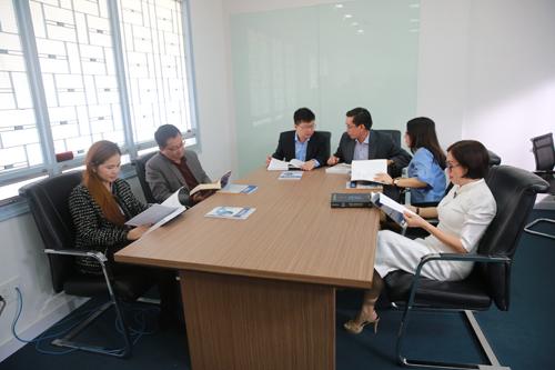 Thầy cô Trường ĐH Kinh tế TP HCM trao đổi về công tác nghiên cứu