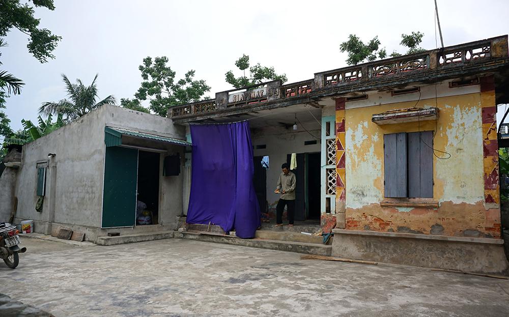 Căn nhà cũ kỹ của gia đình ông và Trị. Ảnh: Lê Hoàng.