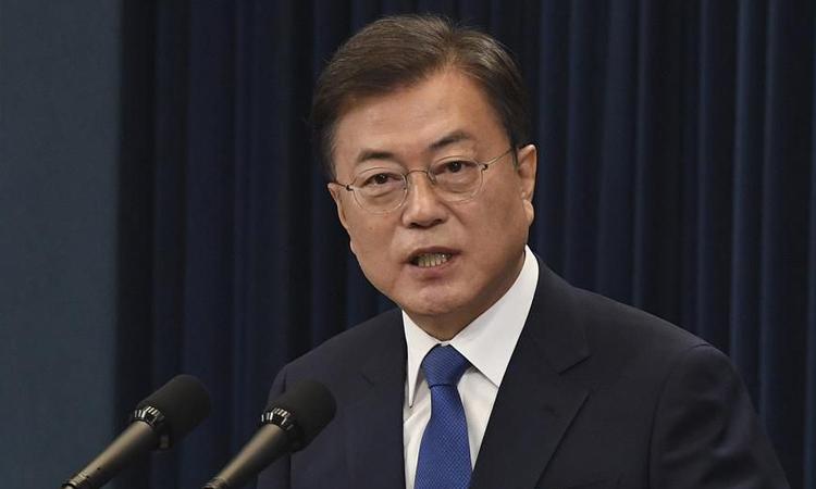 Tổng thống Hàn Quốc Moon Jae-in phát biểu tại Nhà Xanh ở thủ đô Seoul hôm 10/5. Ảnh: Reuters.
