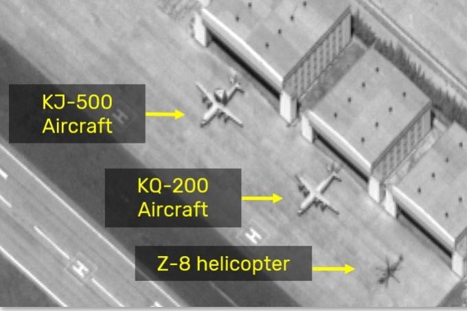 Hình ảnh vệ tinh về các máy bay của Trung Quốc ở đá Chữ Thập. Ảnh: ISI.