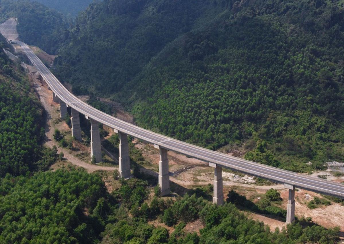 Cao tốc La Sơn - Túy Loan sẽ kết nối với với các dự án cao tốc Bắc Nam đang triển khai. Ảnh: Võ Thạnh.