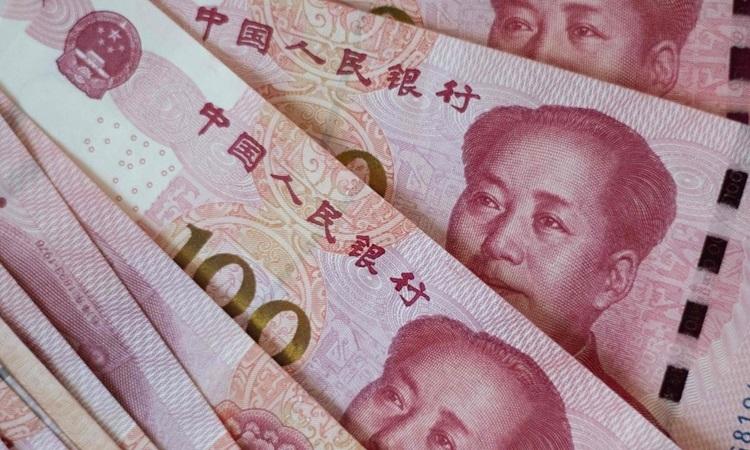 Những tờ tiền mệnh giá 100 nhân dân tệ của Trung Quốc được chụp tại Bắc Kinh tháng 8/2019. Ảnh: AFP.