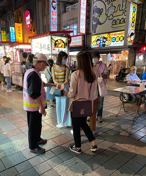 Chợ đêm Ninh Hạ ở Đài Bắc trong tháng này. Ảnh: NYT.