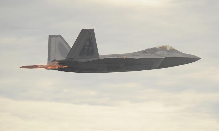 Tiêm kích F-22 thuộc Phi đoàn số 43 diễn tập hồi năm 2016. Ảnh: USAF.