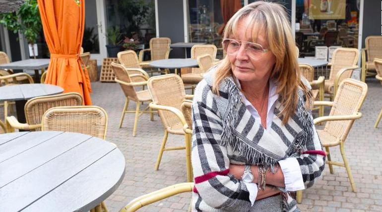Quán cafe của bà Monic van der Krogt, ở thị trấn Baarle-Hertog, vắng tanh do lệnh phong toả của Bỉ. Ảnh: CNN