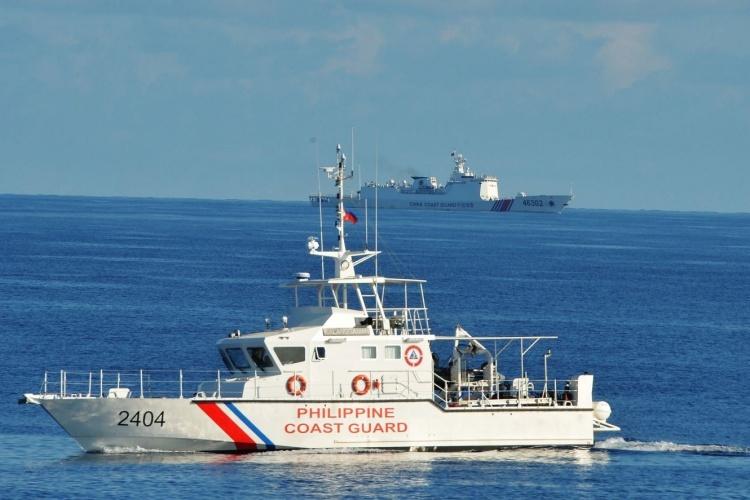 Tàu của lực lượng phòng vệ bờ biển của Philippines tại Biển Đông hồi tháng 5/2019. Ảnh: AFP.