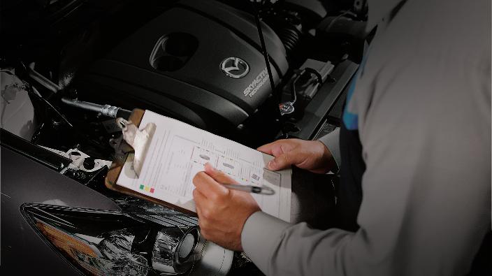 Nhân viên của Mazda đang kiểm tra, bảo dưỡng xeMazda3 2020. Xem thông tin chi tiết chương trìnhtại đây. Hotline:1900545591.