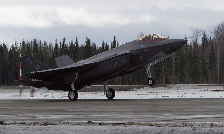 Tiêm kích F-35A Lightning II thuộc không đoàn tiêm kích 354 hạ cánh xuống căn cứ không quân Eielson, Alaska, ngày 21/4. Ảnh: USAF.