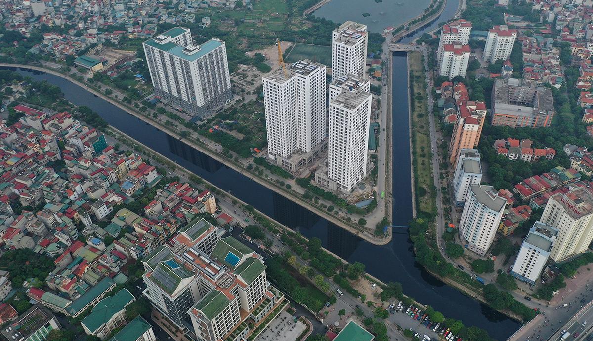 Đoạn giao cắt giữa sông Tô Lịch và sông Lừ chảy qua khu Linh Đàm. Ảnh: Ngọc Thành.