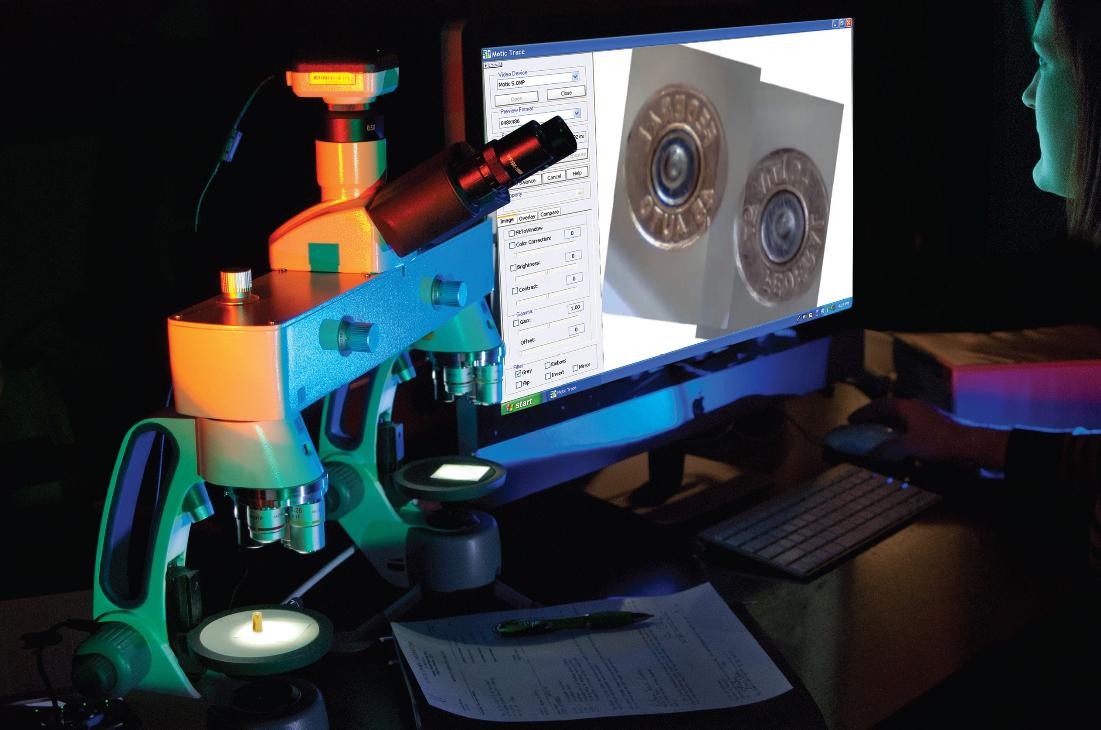 Phiên bản hiện đại của loại kính hiển vi hai ống kính mà Calvin Goddard là người tiên phong sử dụng. Ảnh: Arrowhead Forensics.