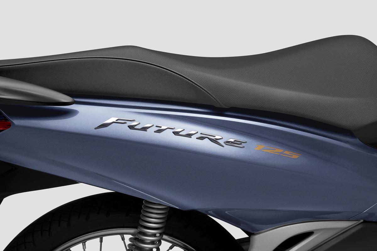Logo Future tạo hình 3D phủ crôm. Ảnh: Honda