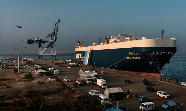 CảngHambantota được chính phủ Sri Lankagiao cho Trung Quốc theo thỏa thuận 99 năm để xóa nợ. Ảnh: NYTimes.