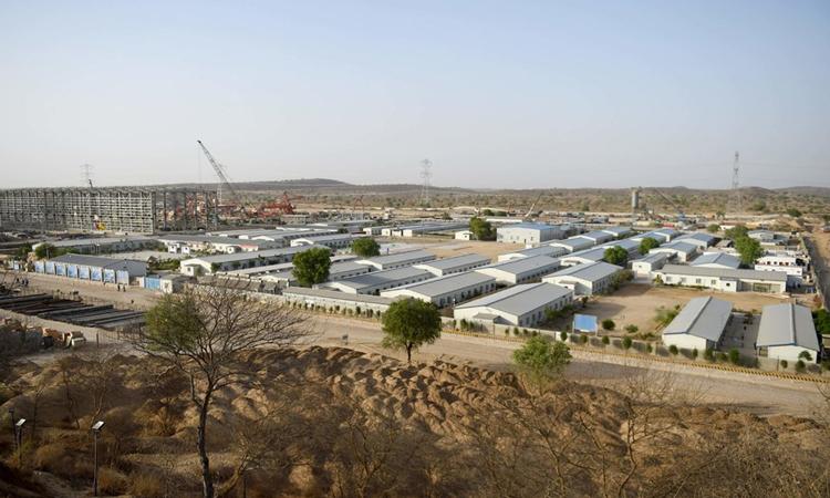 Một nhà máy năng lượng do Trung Quốc tài trợ được xây dựng ởIslamkot, tỉnhSindh, Pakistan, hồi năm 2018. Ảnh:AFP.