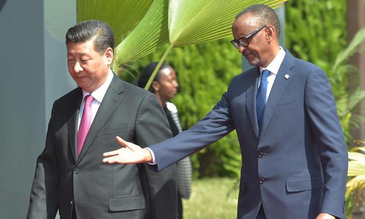 Chủ tịch Tập Cận Bình (trái)và Tổng thống RwandaPaul Kagametại Rwanda, hồi tháng 7/2018. Ảnh: