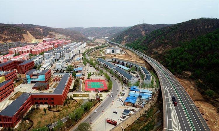 Khu dân cư mới xây dựng tại huyện Diên Xuyên, tỉnh Thiểm Tây, Trung Quốc hồi tháng 4/2019. Ảnh: Xinhua.