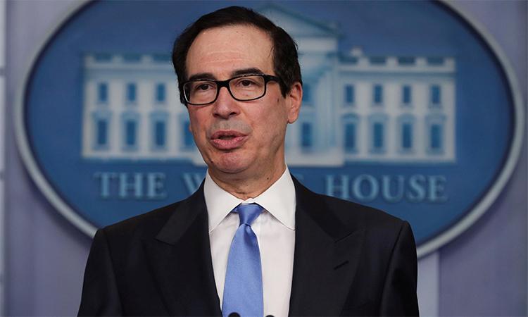 Bộ trưởng Tài chính Mỹ Steven Mnuchin trong cuộc họp báo về Covid-19 tại Nhà Trắng, ngày 21/4. Ảnh: Reuters.