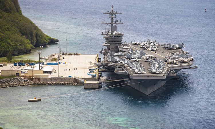 Tàu sân bay USS Theodore Roosevelt neo đậu tại căn cứ hải quân Guam, ngày 15/5. Ảnh: US Navy.