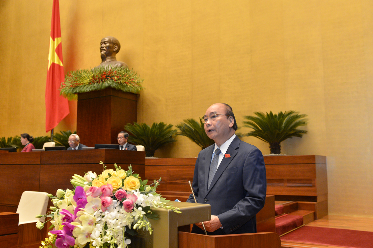 Thủ tướng Nguyễn Xuân Phúc báo cáo tại phiên khai mạc Quốc hội sáng 20/5. Ảnh: Hoàng Phong.