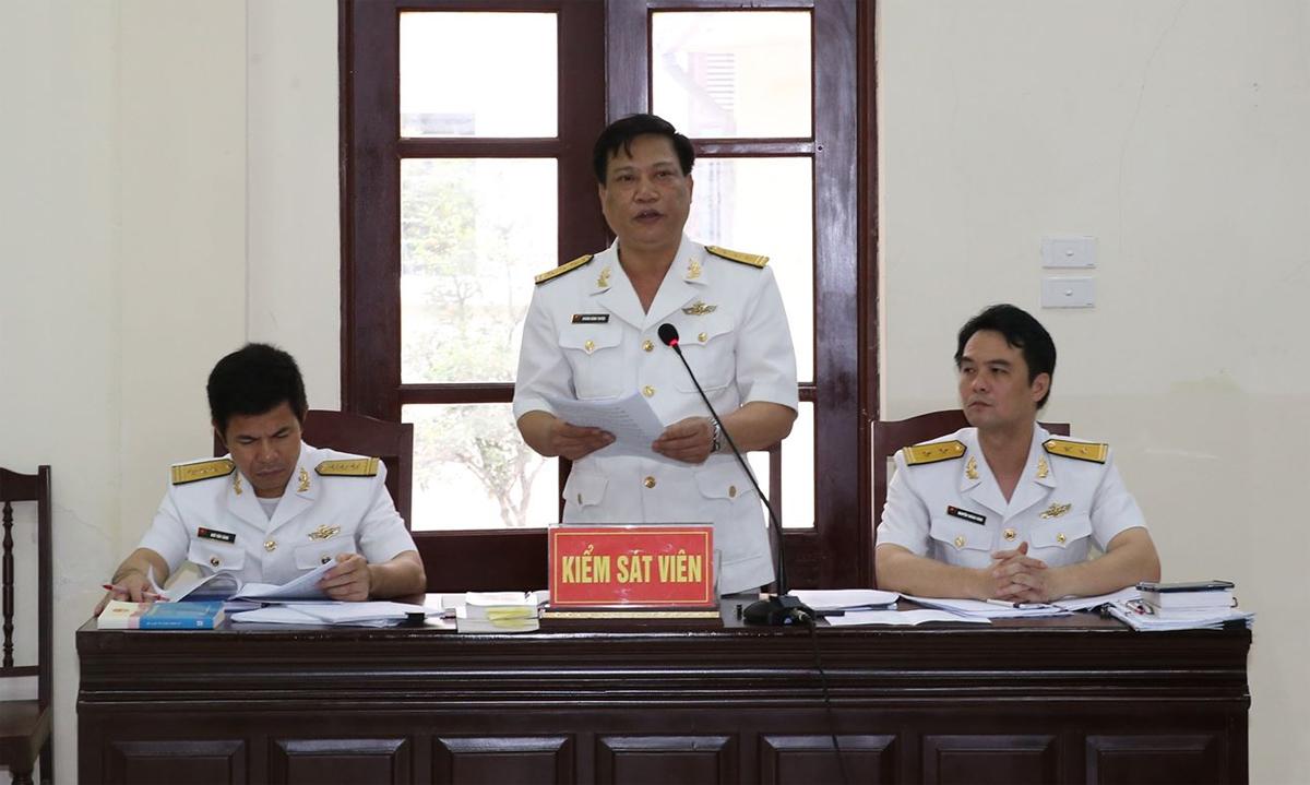 Đại diện VKS đọc bản luận tội trong sáng 20/5. Ảnh: Tòa án Quân sự thủ đô