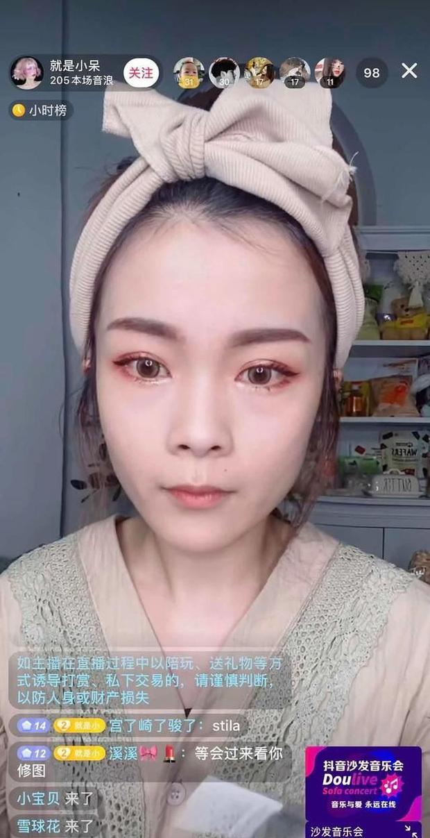 Tiểu Ngai khiến fan thất vọng với nhan sắc già nua.