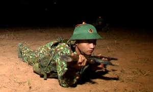 Huấn luyện đêm cho chiến sĩ quân đội