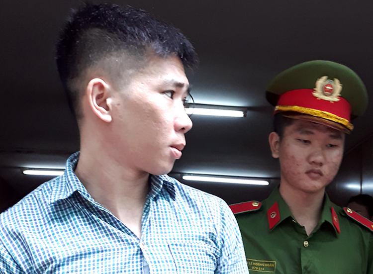 Bị cáo Láng sau phiên tòa hôm nay. Ảnh: Bình Nguyên.